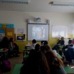 I ragazzi guardano con interesse il video creato in collaborazione con Pif e Stefania Petix